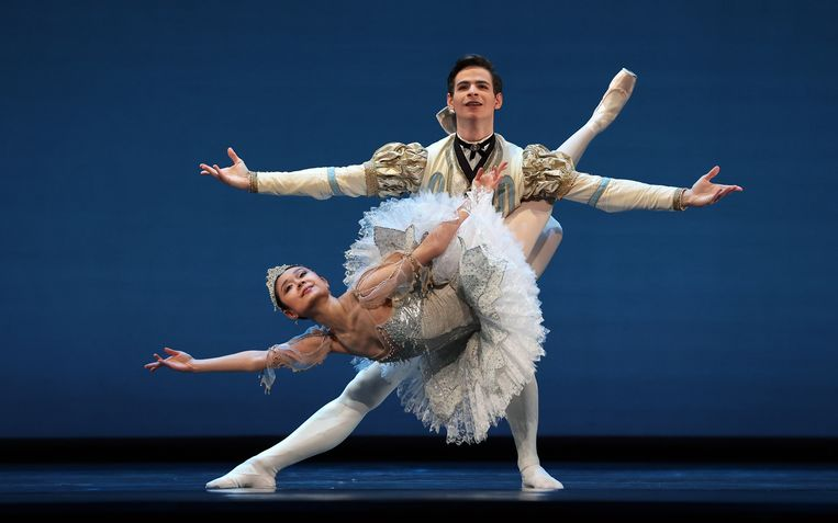Eerste solisten Jessica Xuan en Jakob Feyferlik in het Grand Pas de Deux uit The Sleeping Beauty tijdens Spring Special van Het Nationale Ballet Beeld Hans Gerritsen