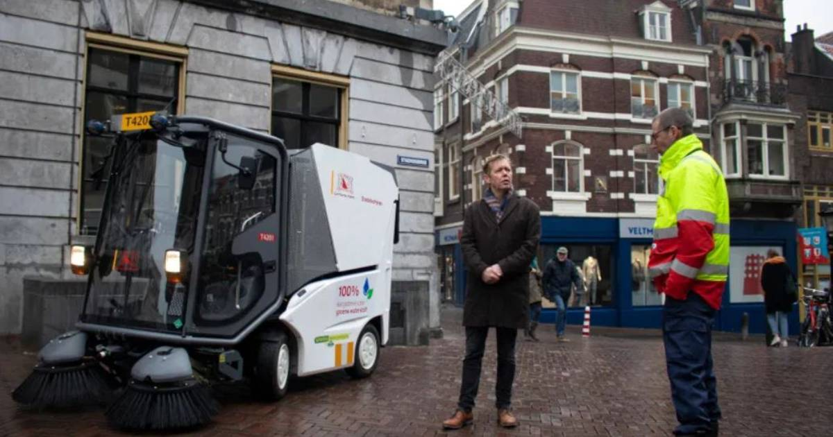 Nieuwe waterstofveegwagen van gemeente Utrecht is volgens experts 'kansloze manier van geld verspillen' - AD.nl