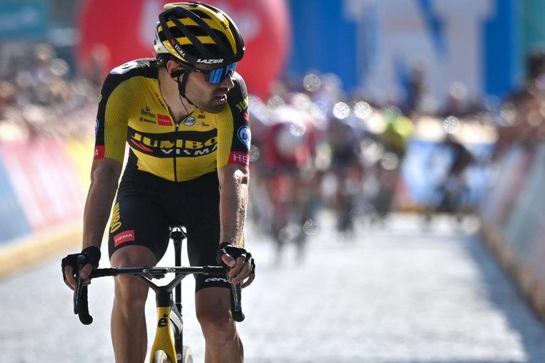 Tom Dumoulin passeert de finish in Geraardsbergen. Beeld Belga