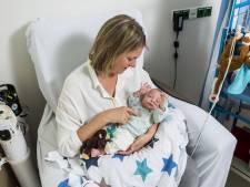 Moeder en baby samen verzorgd