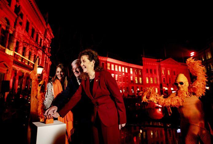 Minister Ingrid van Engelshoven (Onderwijs, Cultuur en Wetenschap) en de Utrechtse burgemeester Jan van Zanen bij de start van de campagne tegen vrouwengeweld op de internationale Dag tegen Vrouwengeweld, op 25 november vorig jaar.