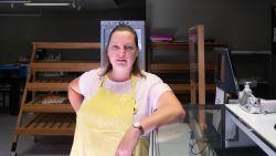 """Lesley (43) zoekt overnemer voor haar bakkerij na ongeval waarbij ze twee kindjes verloor: """"Mijn hart en ziel in de zaak gestopt, maar nu krijgt mijn gezin weer voorrang"""""""