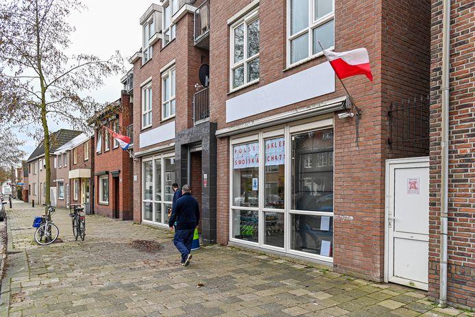 De Poolse supermarkt aan de Gastelseweg is verhuisd naar het voormalige Wooncenter op Gastelseweg 31