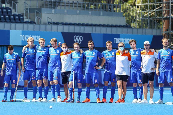 Spelers van Nederland na de gemiste shoot-outs tegen Australië.