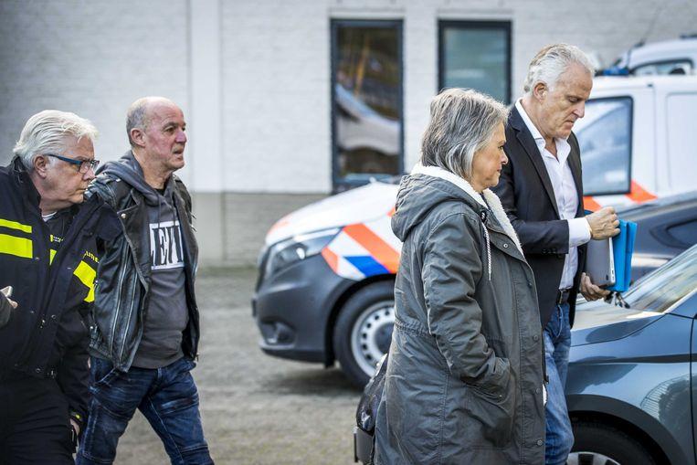 Berthie en Peter Verstappen en Peter R. de Vries komen aan bij de rechtbank voor de vierde dag van de inhoudelijke behandeling in de strafzaak tegen Jos B.  Beeld ANP