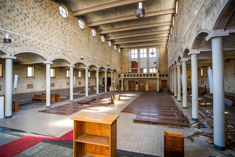 De Michaëlkerk is inmiddels rijp voor de sloop.  Beeld Laurens Eggen