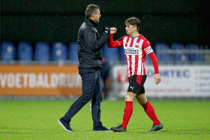 Trainer Peter Uneken en aanvoerder Tijn Daverveld van Jong PSV.