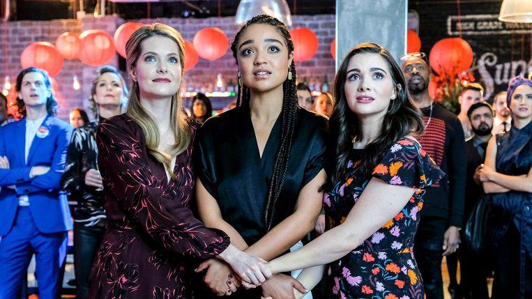 Meghann Fahy, Aisha Dee en Katie Stevens als de millennials Sutton, Kat en Jane in 'The Bold Type'. Beeld