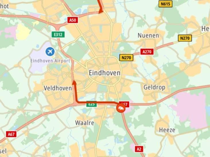 A2 bij Eindhoven dicht door ongeluk: verkeer over de vluchtstrook