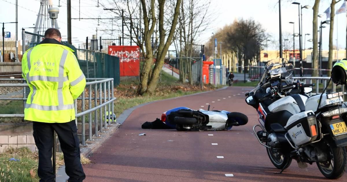 Scooterrijder ernstig gewond na ongeval: F35 bij Enschede tijdelijk afgesloten.