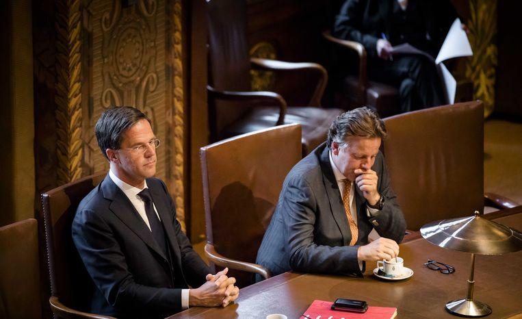 Premier Mark Rutte en Minister Bert Koenders van Buitenlandse Zaken tijdens de stemming over het associatieverdrag tussen de Europese Unie en Oekraine.  Beeld ANP