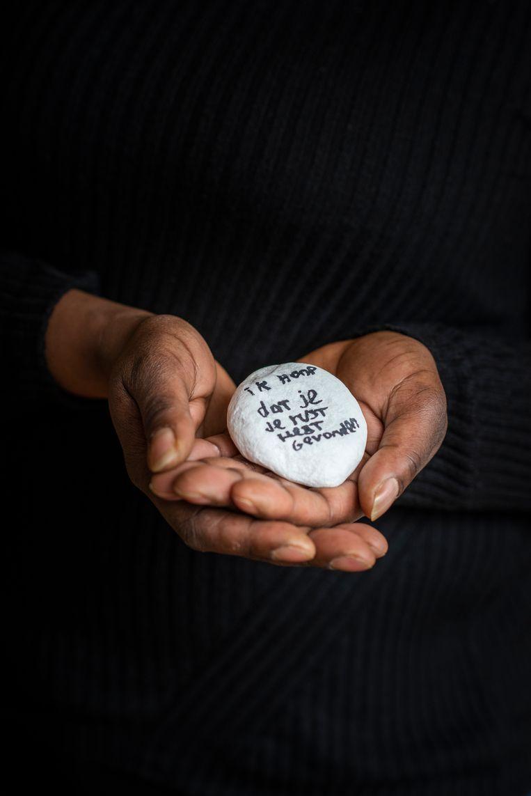 Een aandenken aan Kiemtie met de tekst: 'Ik hoop dat je je rust hebt gevonden.' Beeld Linelle Deunk