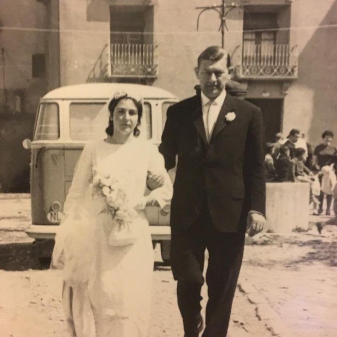 Pilar en Leo op hun trouwdag in het Pyreneese bergdorpje waar Leo de eerste buitenlander was.