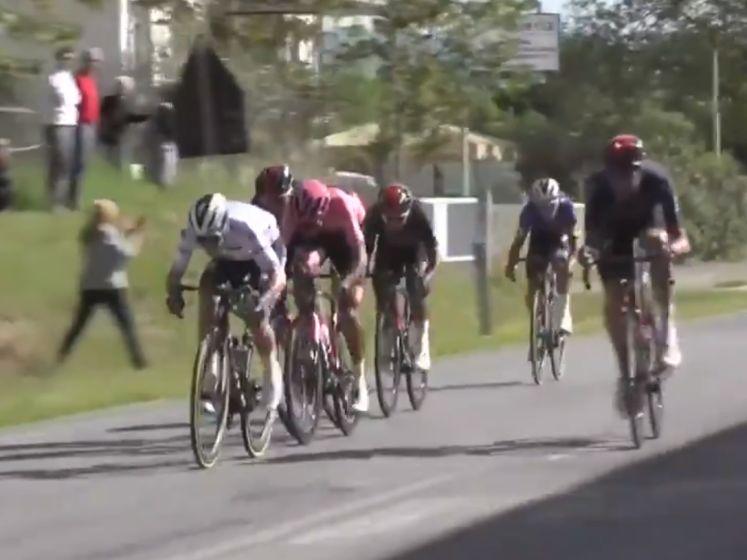 Herbeleef hoe Evenepoel seconde terug wint en Sagan ploegwerk afrondt