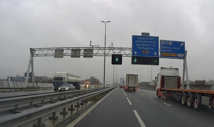 Op een tamelijk rustige A28 bij Zwolle is de spitsstrook al wekenlang open.