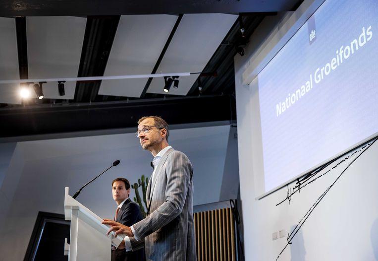 Ministers Hoekstra (Financien) en Wiebes (Economische Zaken) presenteren Nationaal Groeifonds. Beeld ANP