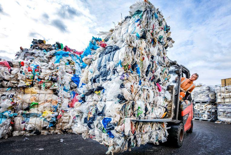 Recycling van Plastic bij Kras Recycling in Volendam. Beeld Raymond Rutting / de Volkskrant