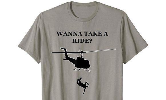 Een van de omstreden T-shirts van Amazon die de dodenvluchten van het Chileense militaire regime verheerlijken. De tekst luidt: 'Wil je een ritje maken?'