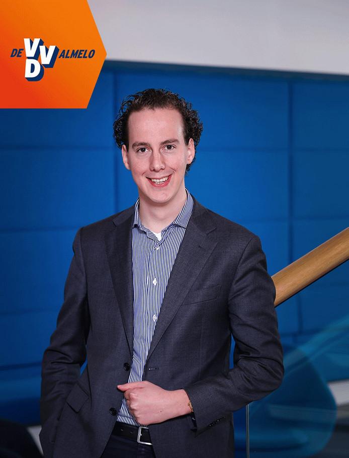 Arjen Maathuis (29) stopt als ambtenaar bij de gemeente Berkelland omdat hij wethouder wordt in Almelo.