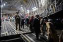 Afghanen stappen in een vliegtuig van het Amerikaanse leger tijdens de evacuaties van eind augustus in Kaboel