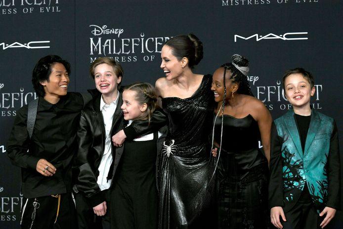 Angelina Jolie met vijf van hun kinderen op de première van 'Maleficent: Mistress of Evil': Pax, Shiloh, Vivienne, Zahara en Knox
