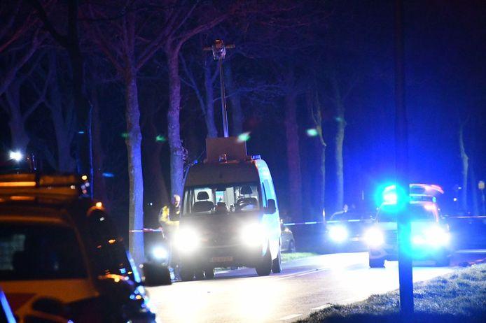 De man werd aangereden toen hij uit de auto stapte om de autoverlichting te controleren. Het slachtoffer is ter plaatse overleden.