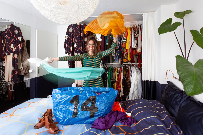 De kettingkledingruil is het alternatief voor kledingruilfeestjes geworden. Beeld Nichon Glerum