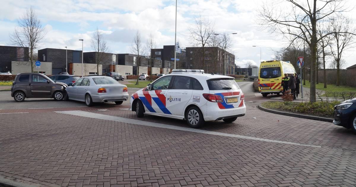 Bestuurder brommobiel naar ziekenhuis na botsing in Vlijmen.