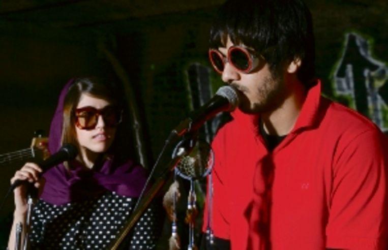 Negar en Ashkan tijdens een optreden. (Trouw) Beeld