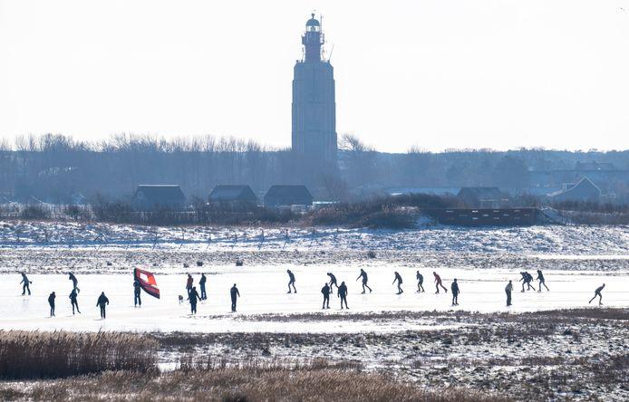 Bij Westkapelle waren veel mensen gaan schaatsen.