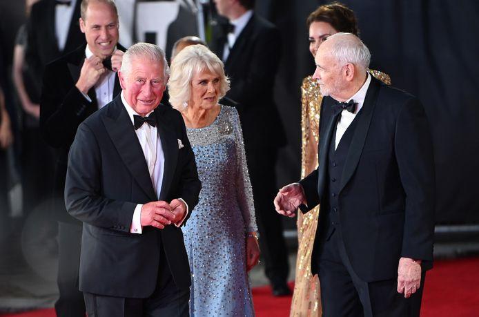 Prins Charles en Camilla met producer Michael G, Wilson.