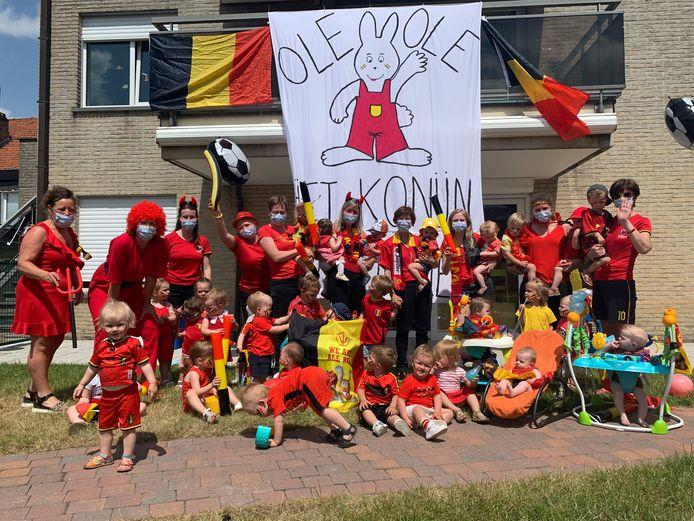 Kinderdagverblijf Piet Konijn hing een grote vlag op.