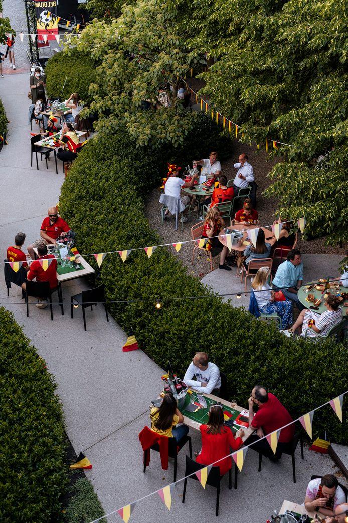 Projectontwikkelaar Groep Huyzentruyt in Beveren-Leie heeft dan weer een EK-dorp opgebouwd voor zijn eigen werknemers.