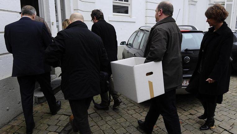 Archiefbeeld: onderzoekers van 'Operatie Kelk' doorzoeken de gebouwen van het Bisdom Namen, 2012.