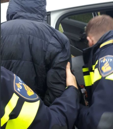 Vijf Roemenen stelen binnen minuut zeven telefoons uit winkel, jongste dief pas 13 jaar