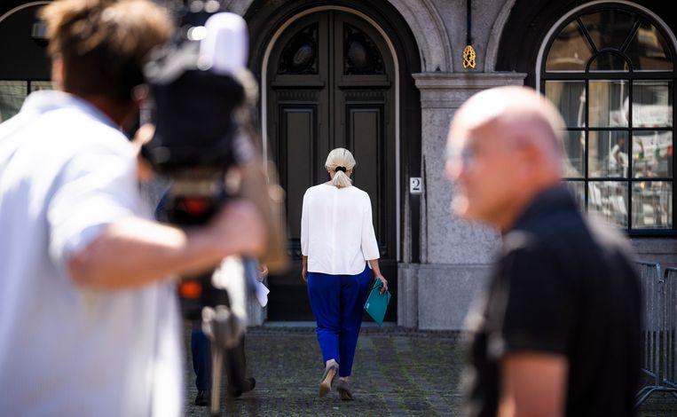 Sigrid Kaag (D66) op weg naar informateur Mariëtte Hamer voor een gesprek samen met Mark Rutte (VVD).  Beeld Freek van den Bergh / de Volkskrant