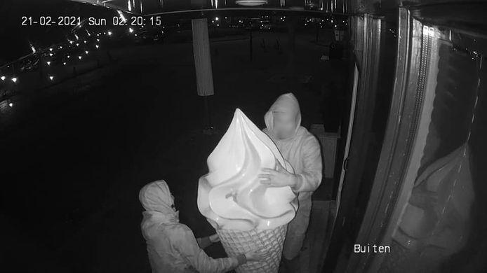 Het deco-ijsje werd in de nacht van zaterdag op zondag gestolen.