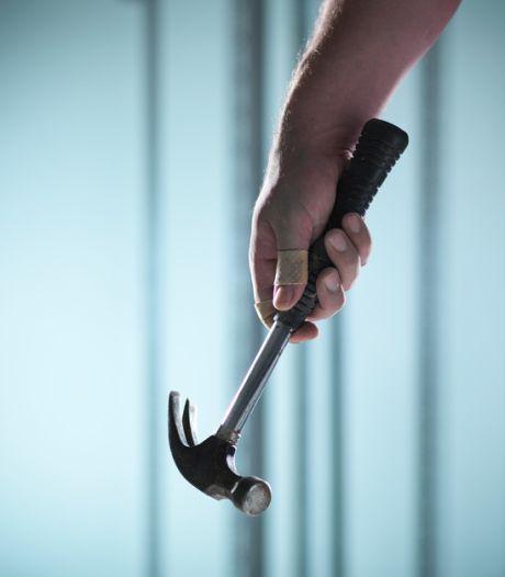 """Man (33) slaat met klauwhamer op hoofd van slachtoffer: """"Klop van de hamer is beeldspraak, bij u is dat realiteit"""""""