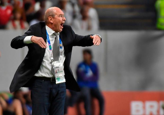 Pim Verbeek als bondscoach van Oman.