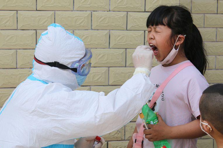 Ruim de helft van de kinderen die het ziektebeeld vertonen dat overeenkomt met de ziekte van Kawasaki, hebben in een Nederlands onderzoek antistoffen tegen het coronavirus in hun bloed. Beeld AFP