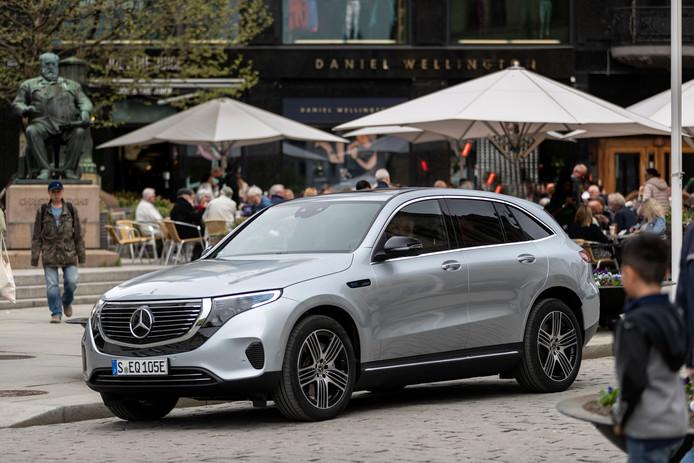 De  elektrische Mercedes EQC biedt minder reikwijdte dan de concurrentie, maar het comfort en infotainment zijn superieur.