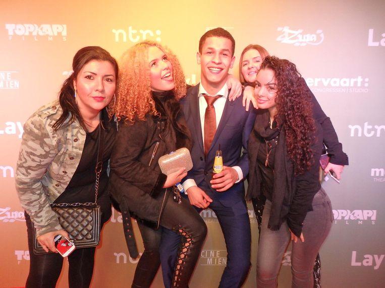 Anisa Anis ('manager'), Souhaila Chergui (The Voice), BN'er Bilal Wahib ('BM'er!' Van Marokkaan), Maribel Lopez ('Moeder van Souhaila') en Hajar Chikri Beeld Schuim