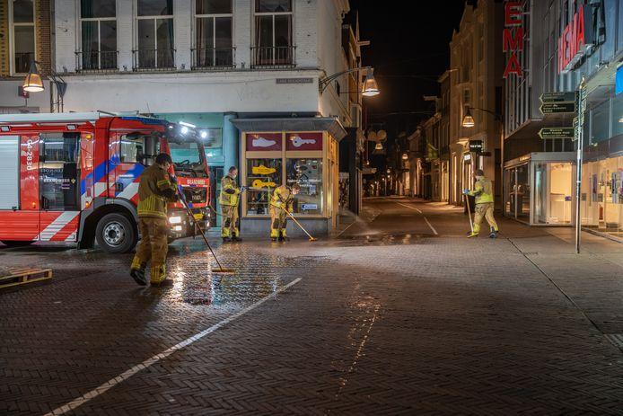 De brandweer moest eraan te pas komen om een bloedspoor van honderden meters schoon te spuiten.