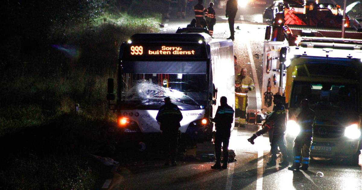 Scooter aangereden door lijnbus in Brunssum: dode en zwaargewonde.