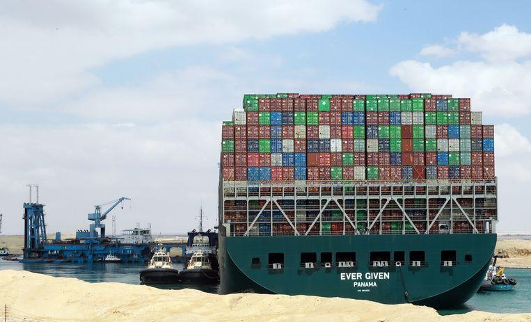 Containerschip Ever Given blokkeerde dagenlang het Suezkanaal. Beeld EPA