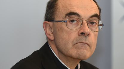 Franse kardinaal krijgt celstraf met uitstel omdat hij seksueel misbruik van priester verzweeg en dient ontslag in