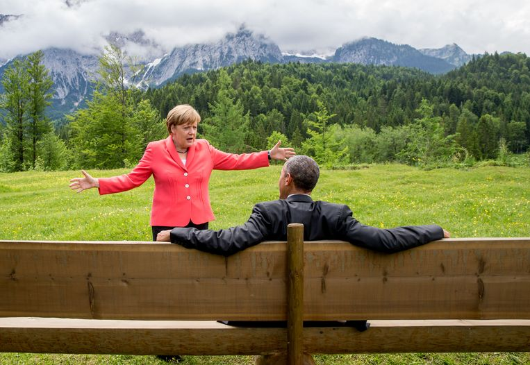 Barack Obama in gesprek met de Duitse bondskanselier Angela Merkel tijdens een G7-conferentie Duitsland in juni 2015. Beeld DPA