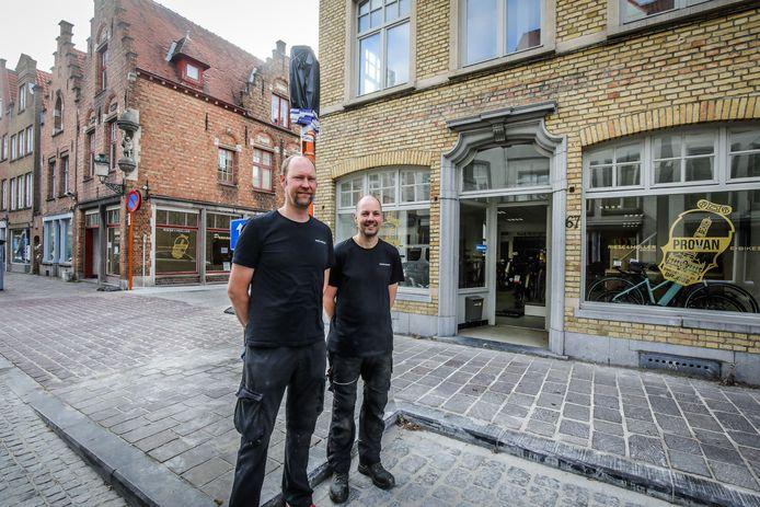 Wim Proot en Nico Vandewiele van Provan investeren verder in de huidige zaak, maar verhuizen tijdelijk naar een pand aan de overzijde.
