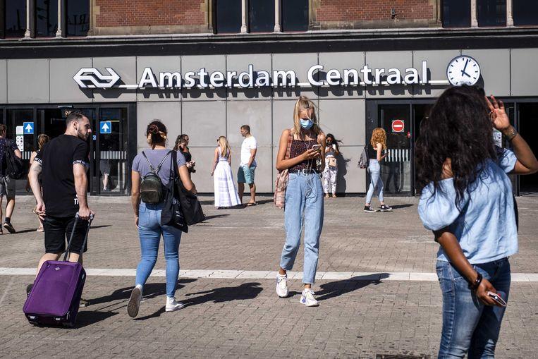 Toeristen bij het Centraal Station.  Beeld EPA