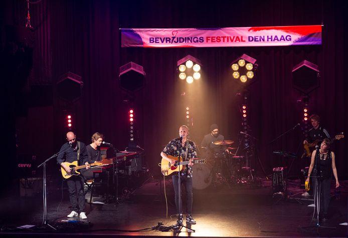 Milow tijdens de repetities voor het Bevrijdingsfestival Den Haag in het Paard